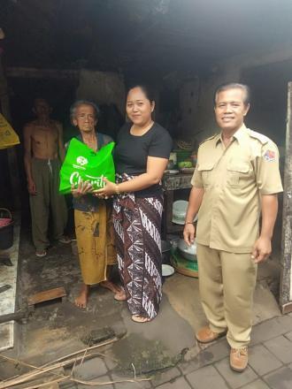 Bantuan paket sembako dari Buleleng Sosial comunity (BSC )